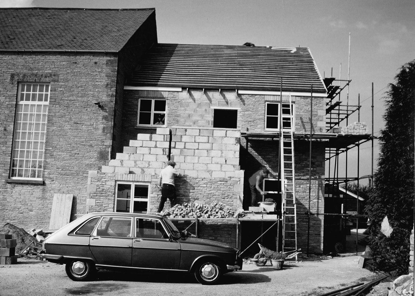 Building the new offices, 1980's